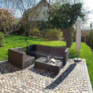 Gartenpanorama - gepflastert und bepflanzt